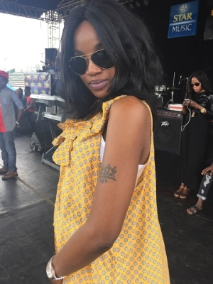 Singer Seyi Shay Flaunts Her Chinese Tattoo [See Photo]